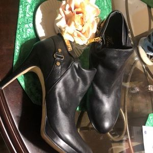 Size 11M Marc Fisher Boots